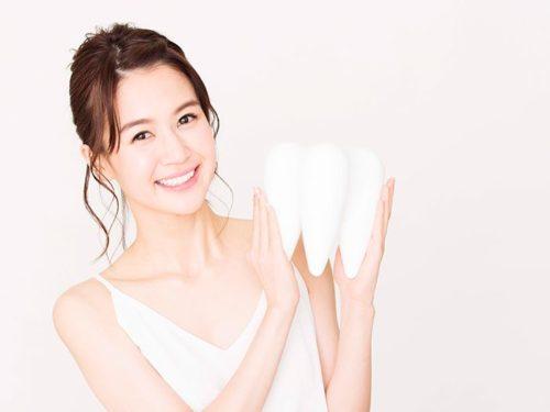 歯を持つ女性